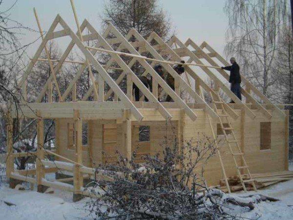 Фото каркаса крыши, изготовленного из досок.