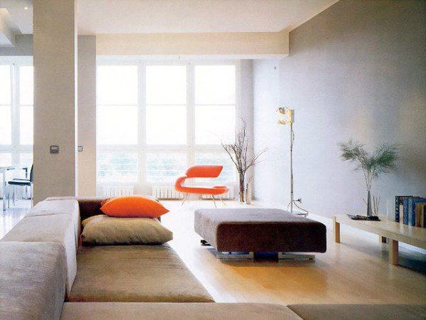 Гостиная комната более разнообразна, но все также сдержанна. Максимум света + трансформирующаяся мебель.