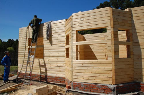 Хороший строительный калькулятор позволит произвести расчеты строения с учетом оконных проемов и дверей