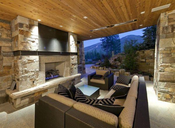 Камень и дерево хорошо сочетаются в интерьере дома