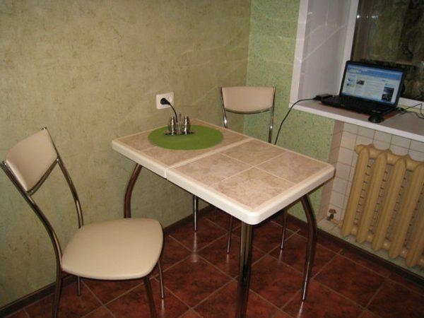Практичная столешница, облицованная плиткой
