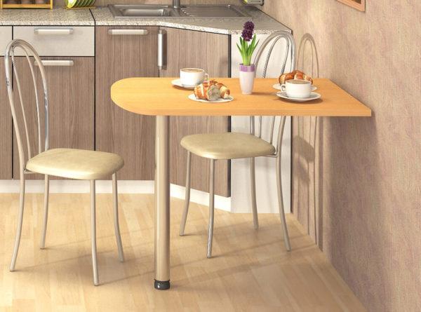 Пристенный стол – компактен и достаточно вместителен.