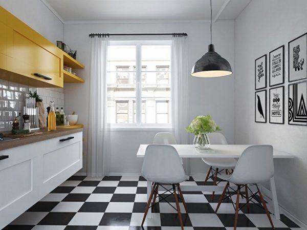 Шахматная плитка на полу маленькой кухни