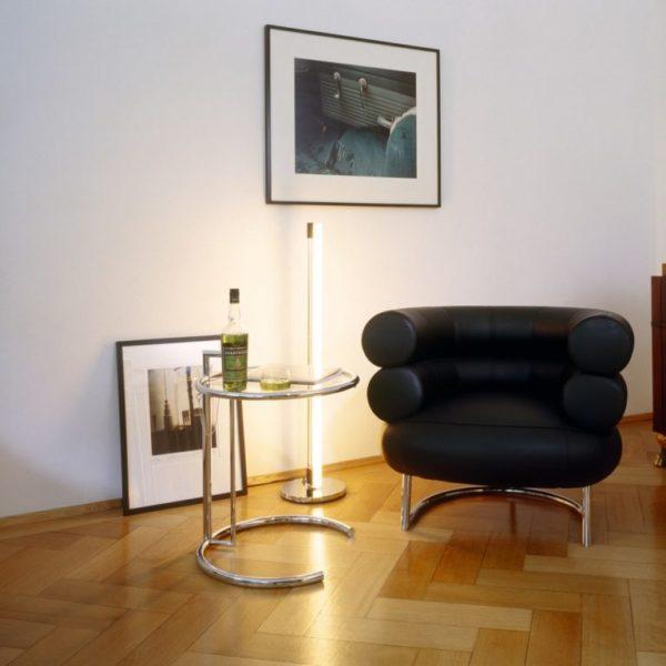 Такой же популярный дизайнерские стол находится в квартире актрисы
