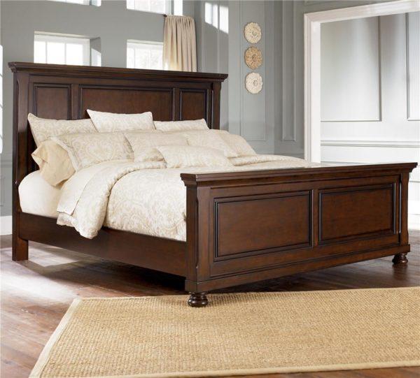 Для оформления спальни в классическом стиле подойдет кровать с высокой спинкой с выпуклыми геометрическими узорами в темных тонах