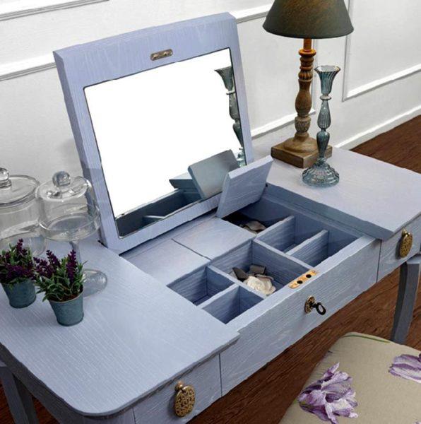 Функциональный столик с откидным зеркалом