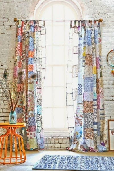 Цветные шторы в интерьере дома для Стрельца