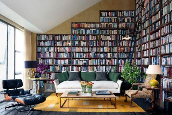 книжные полки в интерьере дома для Стрельцов