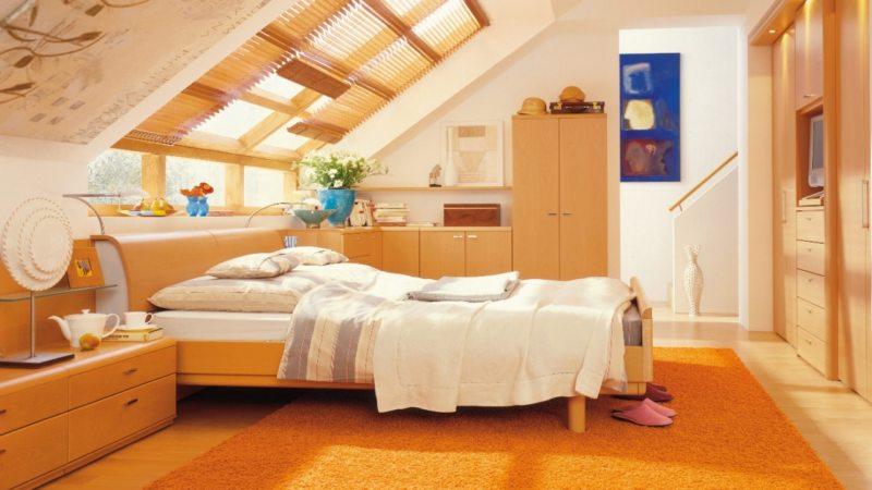 Расстановка мебели в спальне на мансарде