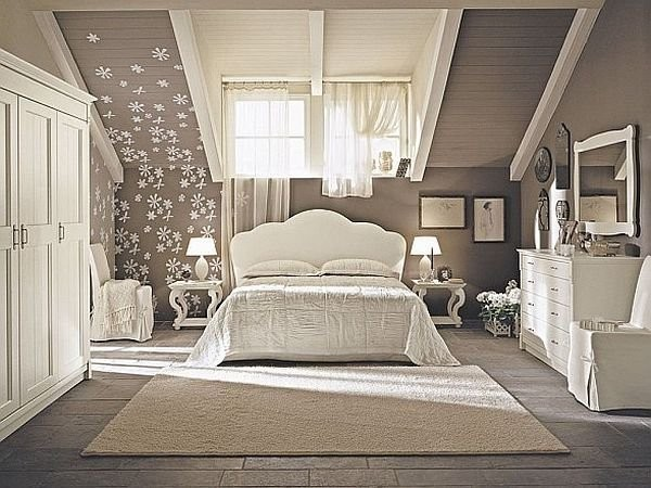 Текстиль в спальне на мансарде