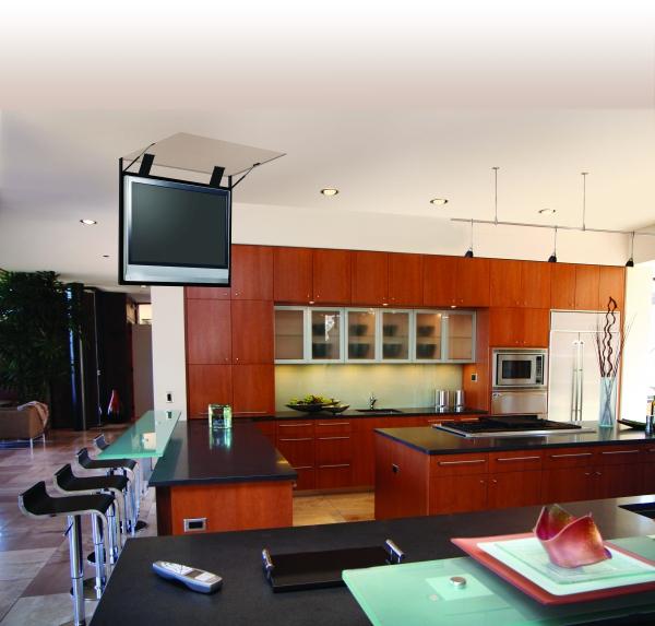 Телевизор на потолочном креплении