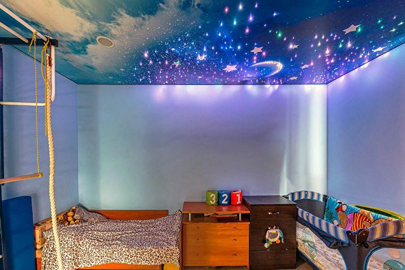 Натяжной потолок в интерьере детской комнаты