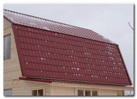 Использование металлического профиля не только экономически выгодно, но позволяет придать строению хороший внешний вид