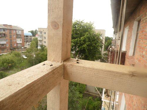 Использование стандартного бруса для строительства своими руками деревянного каркаса балкона