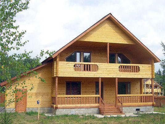Любительское фото готового дома, созданного из деревянного бруса