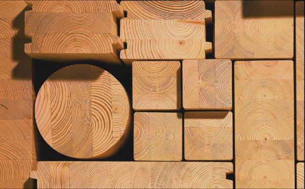 Любительское фото, на котором можно рассмотреть сечение клееного бруса и его разновидности