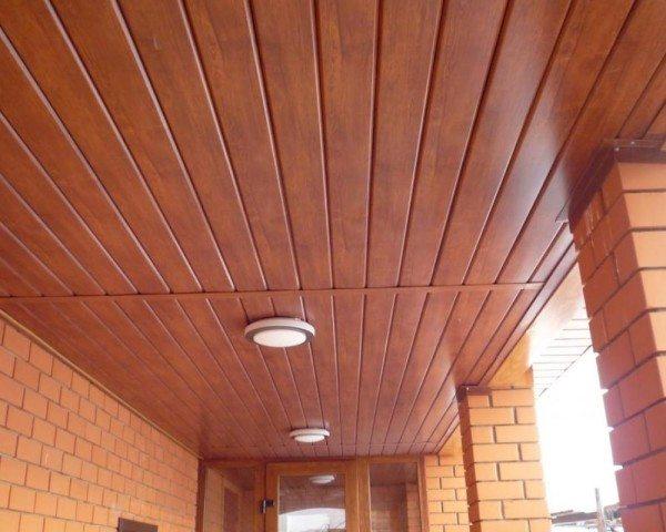 Материал используют для отделки потолка внутри помещения.