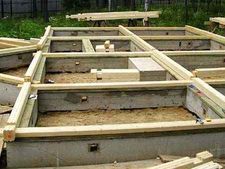 На фото - фундамент для дома из бруса