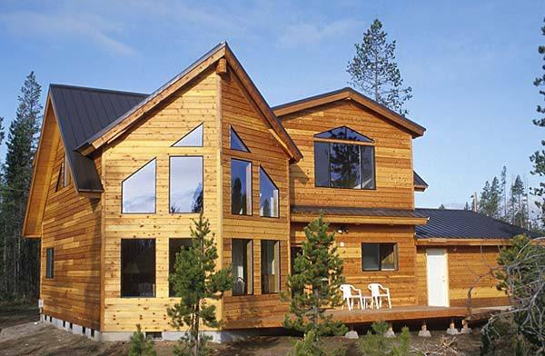 На фото пример того, как можно преобразить дом с помощью имитации бруса.