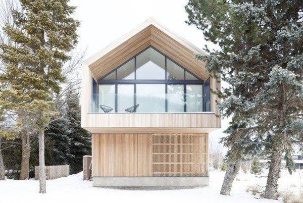 Новое веяние моды в плане архитектуры. Такая конструкция тоже называется шале, но с настоящим альпийским домом здесь мало общего