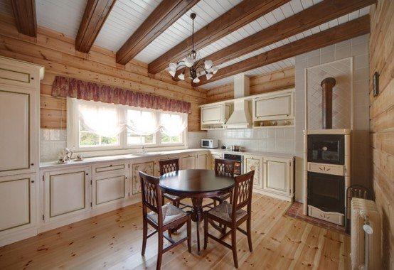 Оформление кухонного пространства в деревянном доме
