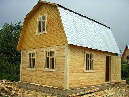 Показаны эстетические характеристики брусового дома.