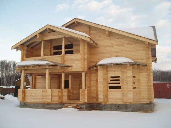 Считалось, что зимой строить лучше.