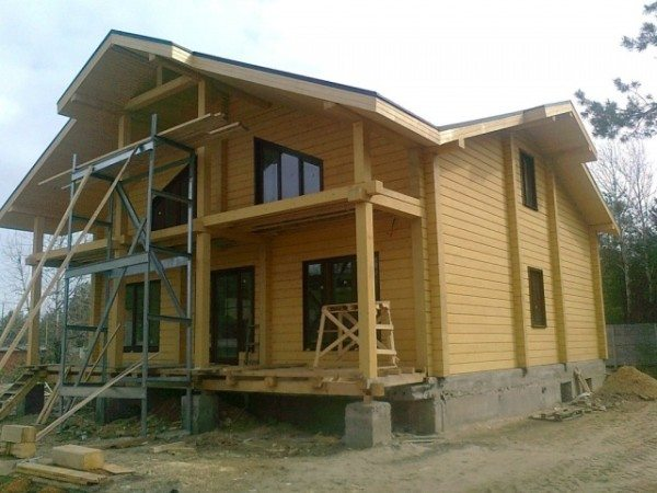 Сейчас на пике успеха проекты домов шале из бруса.