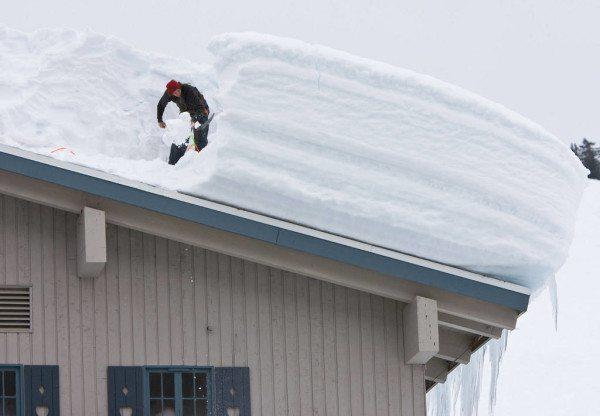 Снежная зима может стать для дома серьезным испытанием на прочность.