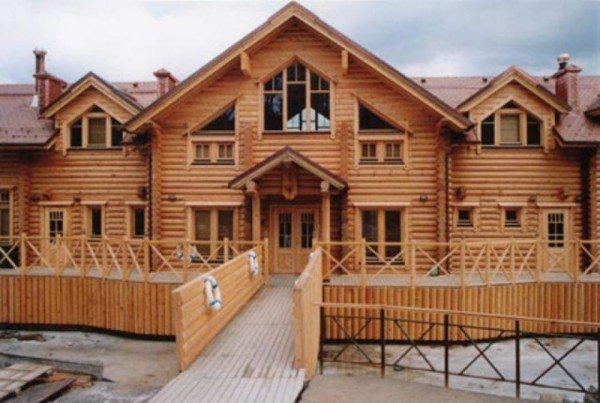 Средневековый стиль брусового дома.