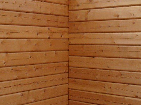 Стены из профилированного кедрового бруса.