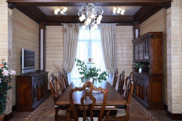 Светлая поверхность стены подчеркивает все дефекты материала.
