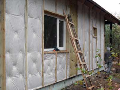 Так производится теплоизоляция брусового дома.