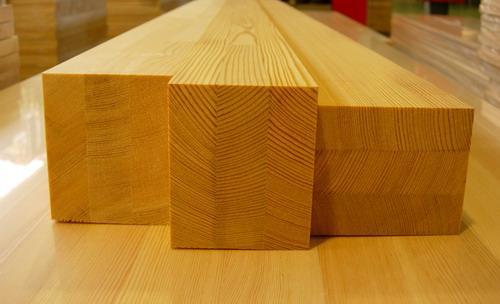 Только качественный клей может обеспечить надежное схватывание слоев. Поэтому перед покупкой узнайте у продавца, какой состав был применен