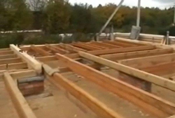 Установка оклада и лаг на ленточный фундамент