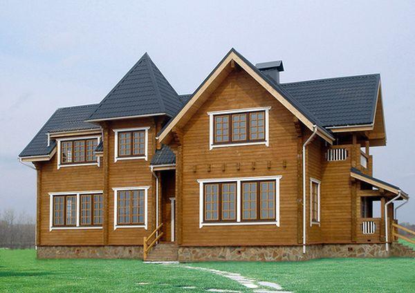 В конце монтируем фасонные элементы, подоконники и карнизы и любуемся новым фасадом.