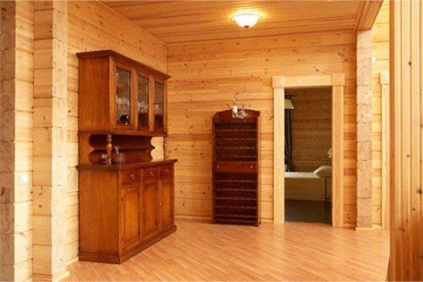 В маленьком брусчатом доме будет тепло и уютно.