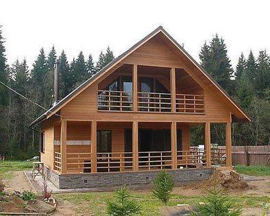 В окружении живой природы деревянный дом смотрится наиболее гармонично