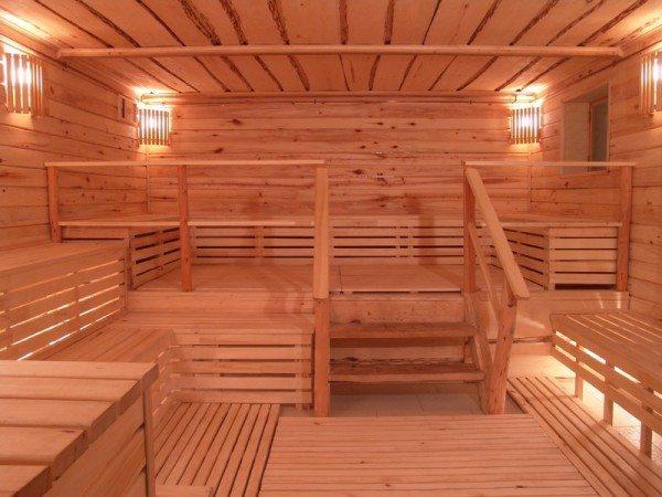 Внутреннюю отделку такого строения лучше всего выполнять из натуральных материалов, а в качестве монтажных элементов использовать деревянные штифты